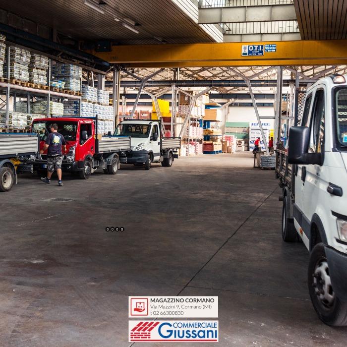 Giussani magazzino materiale edile cormano carico camion coperto