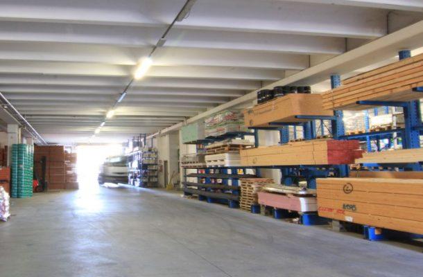 Giussani-magazzini-materiale-edile-barlassina-carico-coperto